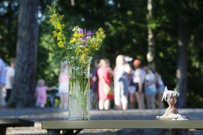Tänä kesänä ei istuta leirinuotiolla ja kuunnella rippipapin hartauksia –Kuusamo ja Taivalkoski ovat jo siirtäneet rippikoululeirit syksyyn, Posiolla odotetaan hallituksen linjausta