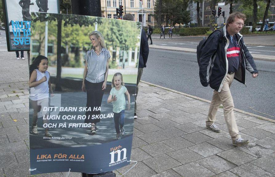 Ruotsissa pienten lasten vanhemmat tekivät Suomea useammin lyhennettyä työaikaa. Kuva on otettu viime syksyn valtiopäivävaalien alla.