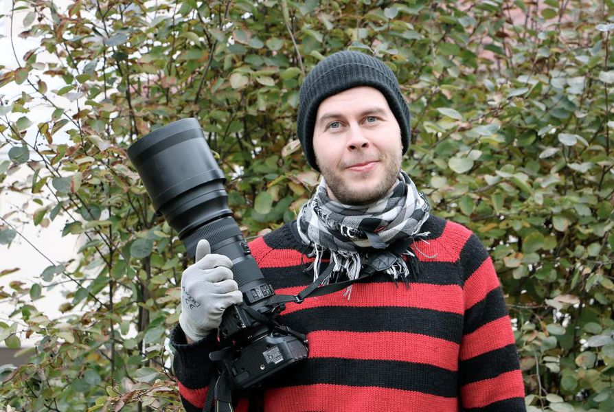 Lintuharrastaja Aleksanteri Pikkarainen kertoo tunnistaneensa viime vuonna 220 lintulajia.