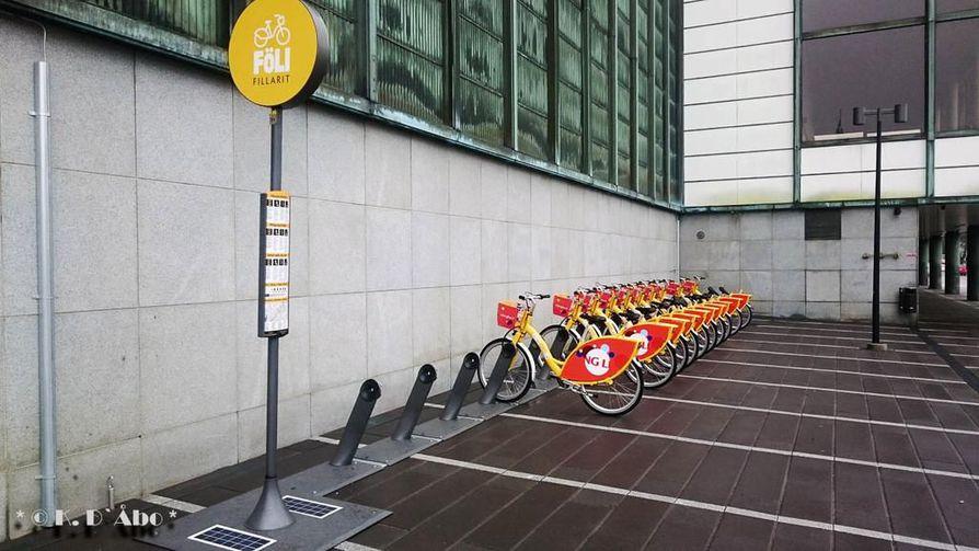 Oulun kaupunkipyörät ovat samanlaisia kuin Turussa, mutta väriltään pinkkejä. Pyöriä tulee 600 ja ne sijoitetaan 60 pyöräasemalle.