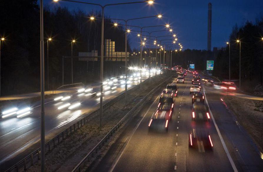 Kotitalouksien liikenne lukeutuu yhteen suurimmista kasvihuonepäästöjen lähteistä Suomessa.