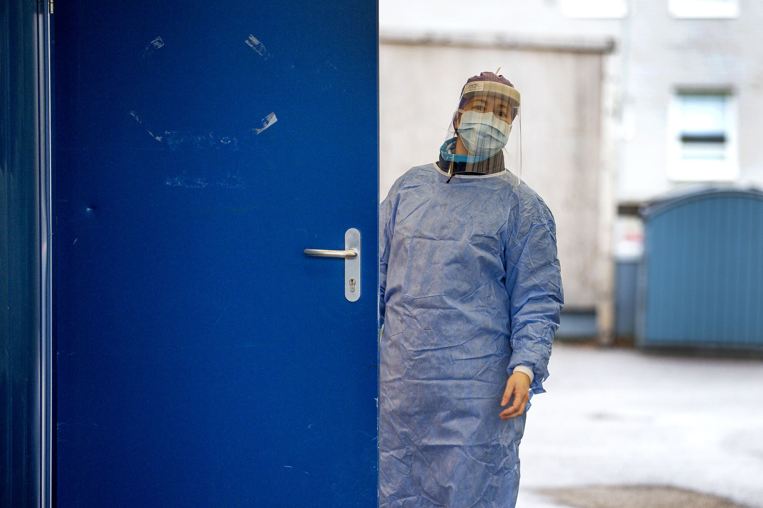 Arkistokuva Raahen sairaalan näytteenottopaikalta. Raahessa uusia tartuntoja havaittiin kolme.