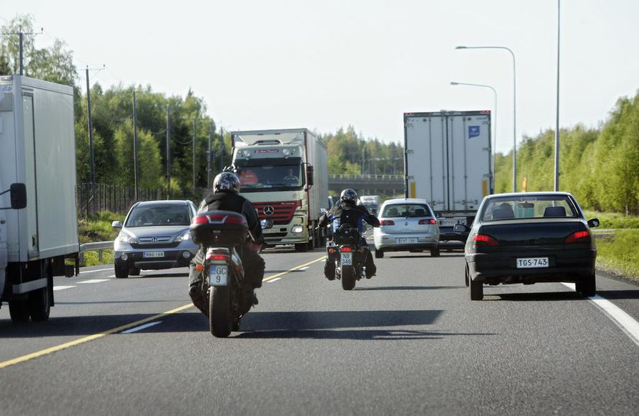 Vaaralliseksi todettu Oulun pohjoispuolen leveäkaistainen tieosuus jää historiaan syksyllä alkavassa nelostien parannusurakassa.