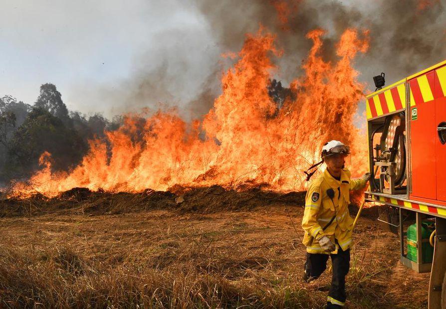New South Walesin palokunta kamppailee parhaillaan kymmeniä paloja vastaan.