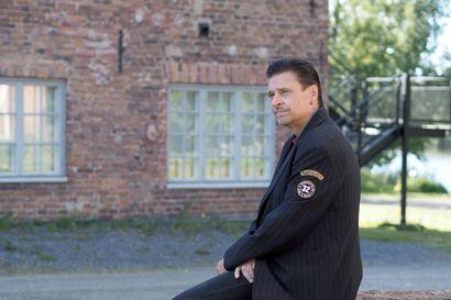 """Lauluntekijä Esa Eloranta kirjoitti Kari Tapiolle """"kuunsiltaa"""", mutta omille levyille hän purkaa oman elämänsä"""