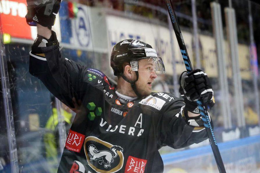 Jari Viuhkola on pelannut Kärpissä kaikkiaan 659 ottelua.