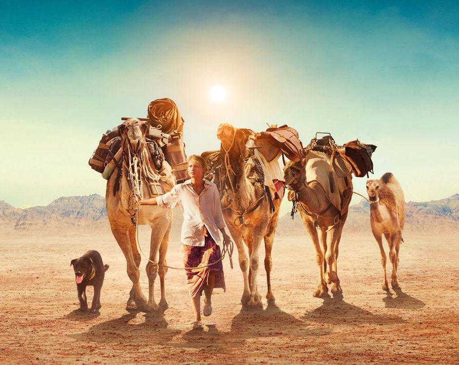 Mia Wasilowaska on pääosassa tosipohjaisessa elokuvassa, jossa nainen vaeltaa aavikon halki.