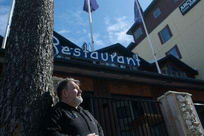 Zonen altistusketjussa ei jatkotartuntoja Kuusamossa – Ravintoloitsija Jokke Kämäräinen miettii, voidaanko asiakkaiden nimet kerätä tietosuoja huomioiden