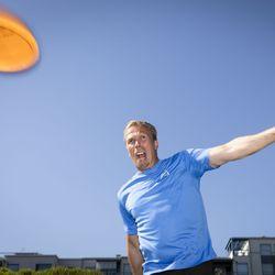 Heittäjäkansa hurahti liitokiekkoon – oululaissyntyinen Jukka Rasila suuntaa yöjuoksunsa nyt frisbeegolfin pariin ja treenaa viisi kertaa viikossa SM-kisoihin