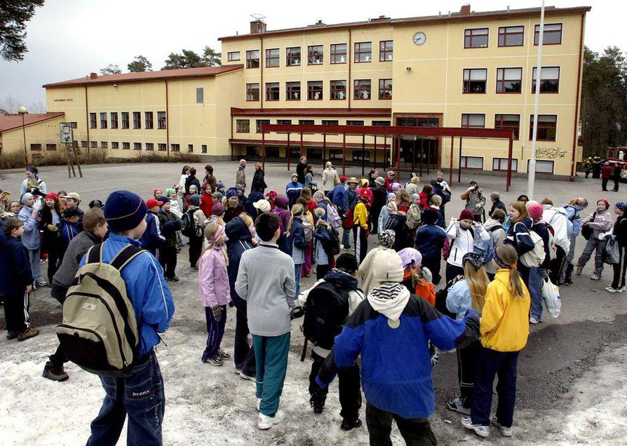 Lintulammen koulu koristaa Höyhtyän maisemia jatkossakin.