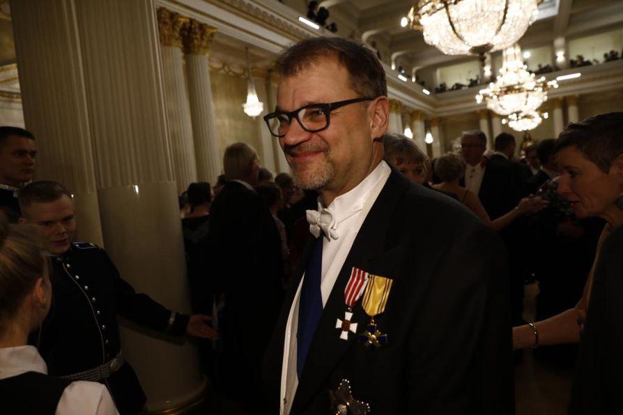 Pääministeri Sipilä aloitti aamun jumalanpalveluksessa ja saapui illalla Linnan juhliin.