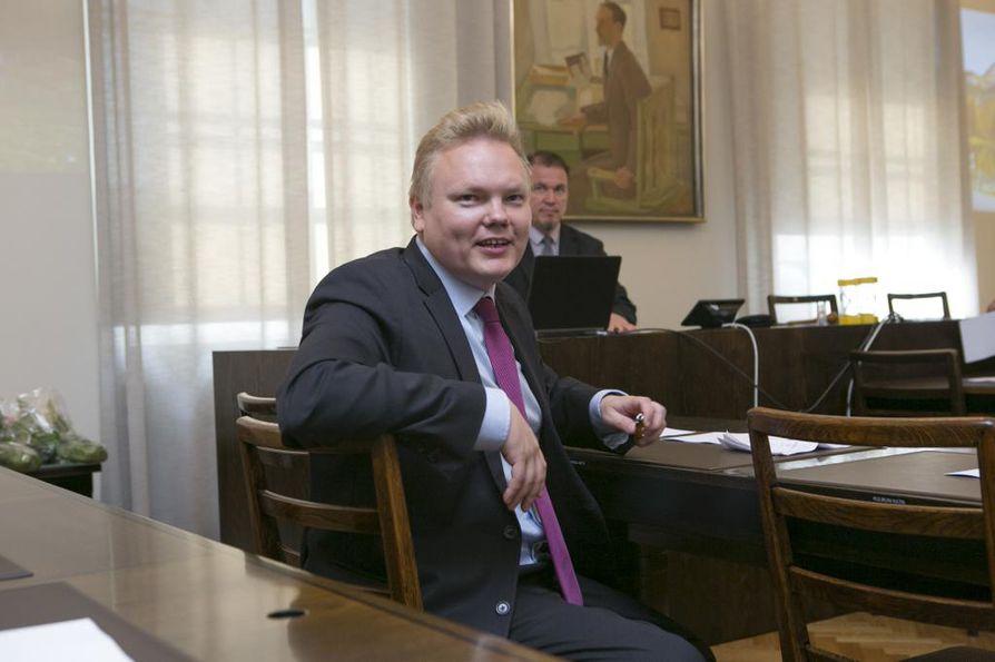 Antti Kurvinen valittiin keskustan eduskuntaryhmän puheenjohtajaksi.