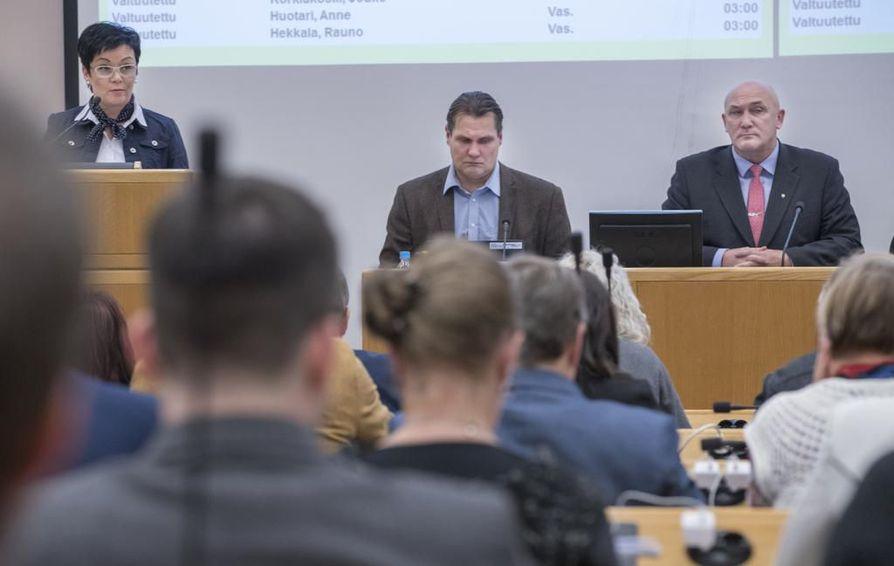 Oulun kaupunginvaltuusto kokoontui ylimääräiseen kokoukseen maanantaina.
