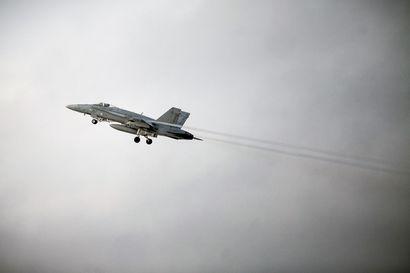 Melua ja pamauksia voi kuulua Oulunkin seudulla – Ilmavoimat harjoittelee viikon liki 30 Hornetilla