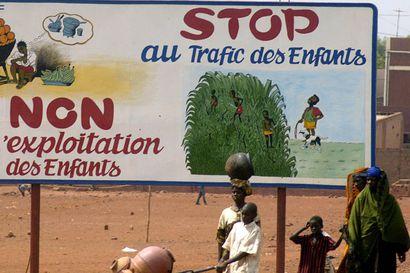 Ranskalaista adoptiotoimistoa epäillään petoksesta – välitti lapsia, jotka eivät olleet hylättyjä