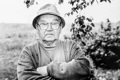 Jättiperunat, Massey Ferguson, lehmän nylkeminen ja kyläkokous Käylässä - tunnetko maaseudun isännät ja emännät? Katso vanhat kuvat maaseudulta
