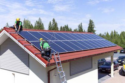 Aurinkopaneeleiden asennus asuintaloihin on yleistymässä – mökeillä aurinkoenergiaa on käytetty jo pitkään