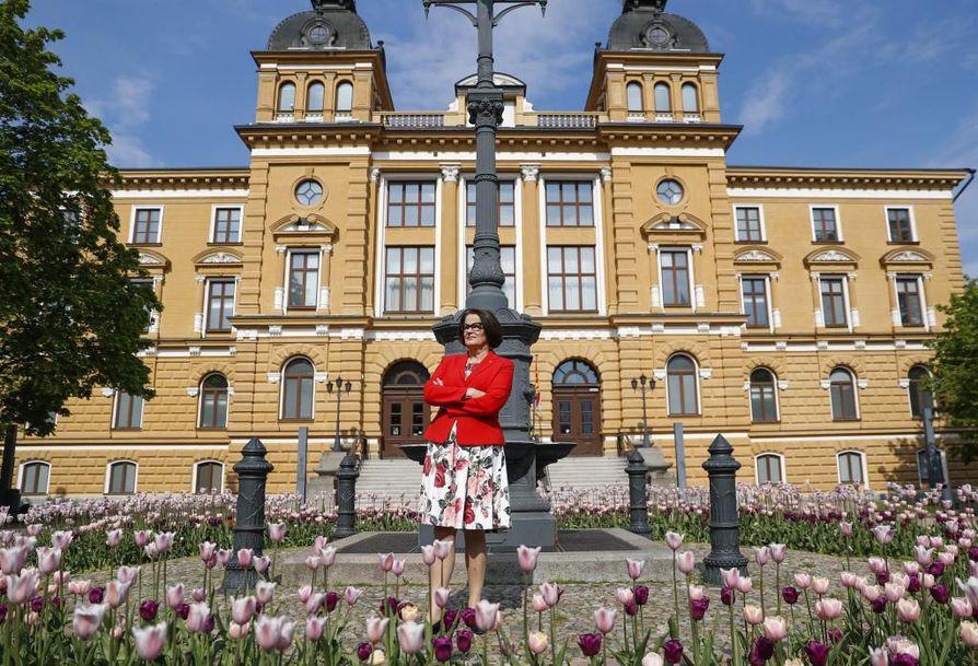 Oulun kaupunginjohtaja Päivi Laajala arvioi kaupungin kustannusten kasvavan uuden hallitusohjelman lisäämien lakisääteisten tehtävien ja velvotteiden myötä.