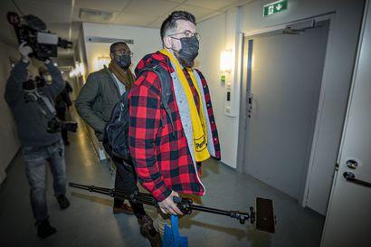 Syyttäjä väittää Sebastian Tynkkysen syyllistyneen rikokseen kunnallisvaalikampanjassaan – kansanedustaja kiisti oikeudessa syytteensä