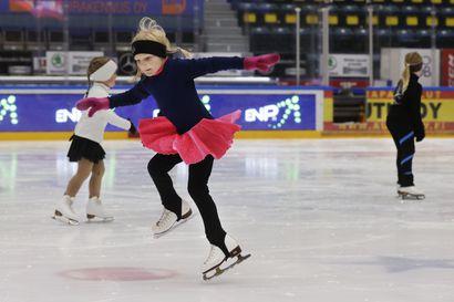 """Taitoluistelijat tottuvat jäähän jo pienestä pitäen – """"Jo päiväkoti-ikäiset ovat pari kolme kertaa viikossa jäällä"""""""