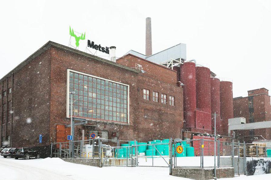 Metsäteollisuudessa alkoi tänään maanantaina kolmen viikon mittaiseksi ilmoitettu lakko, joka sulkee paperi- ja kartonkitehtaita  eri puolilla maata. Tampereella tuotanto ajettiin alas Metsä Boardin Takon tehtaalla.