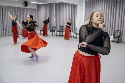 Seitsemän kertaa Piazzolla! – nuoret tanssinopettajaopiskelijat tuovat ihoa ja intohimoa argentiinalaissäveltäjän tangoihin Oulun musiikkijuhlilla