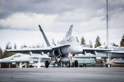 Ilmavoimat tekee ylilentoja lippujuhlan päivänä – Hornetit jylistävät myös Oulun taivaalla
