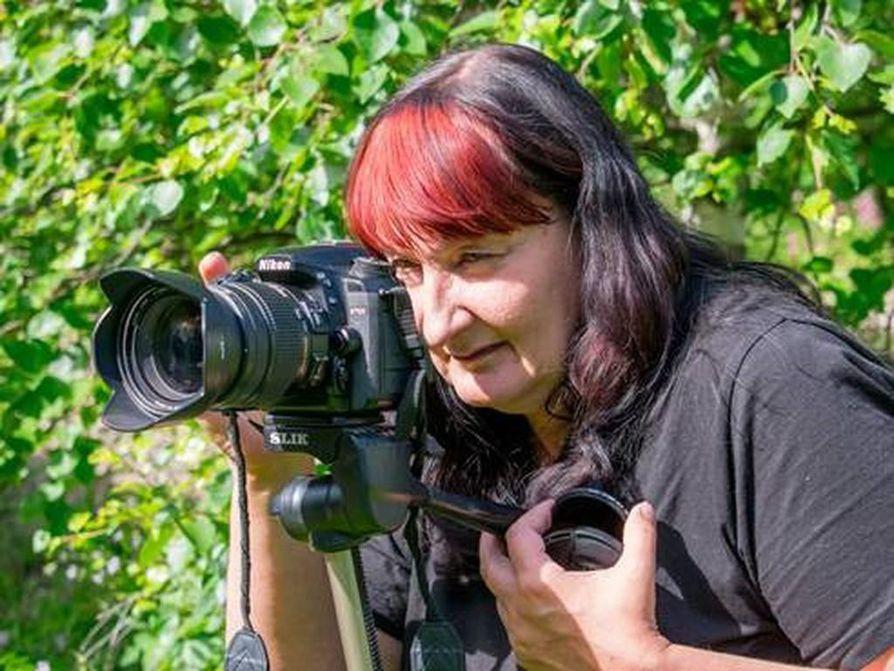 Katja Niskanen innostui revontuli- ja salamakuvauksesta hankittuaan järjestelmäkameran.