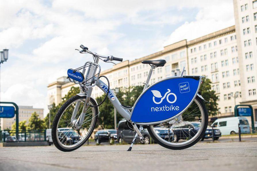 NextBike-yhtiön tuotekuva kaupunkipyörästä. Oulun pyöriin tulee erilainen väritys ja myös mallin yksityiskohdissa voi olla eroa.