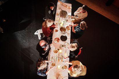 Taiteilijat kokoontuvat yhteiseen pöytään Kaukosessa