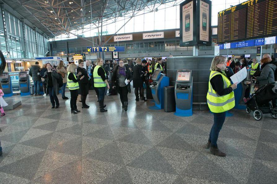 Lentoalan riidan osapuolet palaavat neuvottelupöytään - seuraava lakonuhka perjantaina | Kotimaa ...
