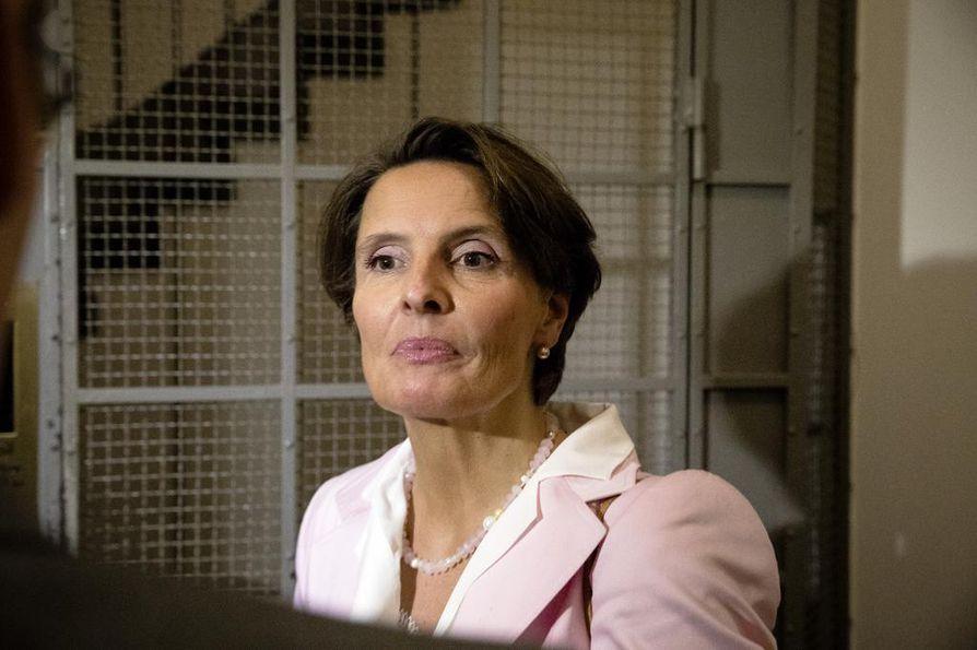 Liikenne- ja viestintäministeri Anne Bernerin (kesk.) mukaan uudistuksen tavoitteena on huolehtia, että henkilöliikenteeseen syntyy hintakilpailua.