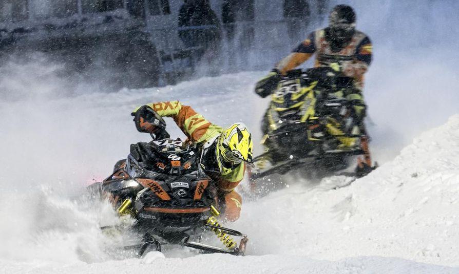 Perjantai-illan kisaan osallistui kilpailijoita Suomesta, Ruotsista ja Norjasta. Kuvassa Pontus Lundström ja Juha Haapamäki.