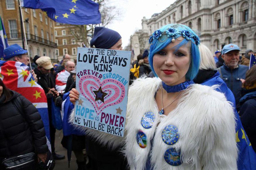 Maansa EU-eroa vastustanut Madeleine Kay pitää päivää Britannian historian synkimpänä.