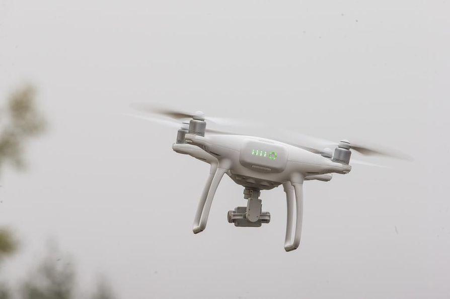 Palon tarkemmassa paikannuksessa käytettiin apuna dronea. Kuvituskuva.
