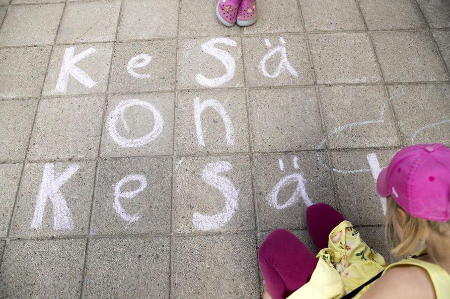 Neea Sakaranaho on kirjoittanut olennaisimman asian: on kesä.