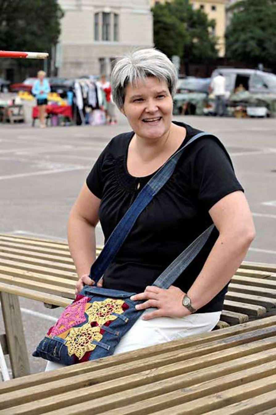 Professional Organizer eli ammattiraivaaja Maria Laitinen näkee työssään paljon tarpeetonta tavaraa, joka usein kiikutetaan kirpputorille myytäväksi.