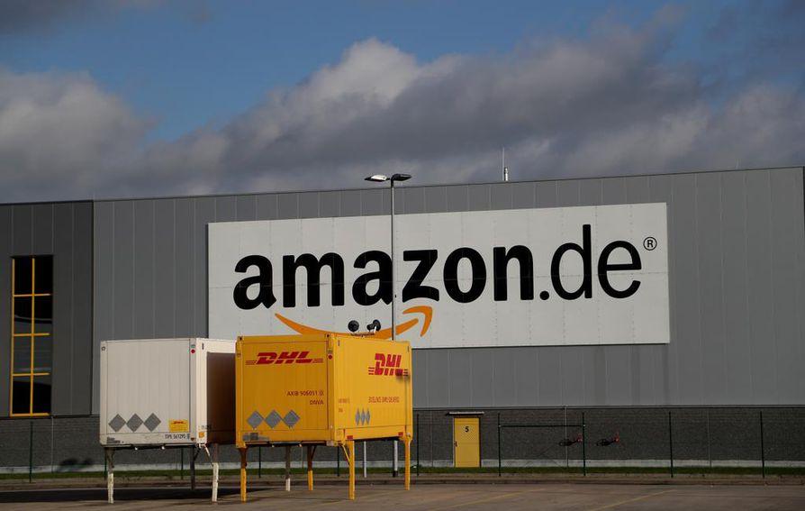 Yhtiön asiakaspalvelusta kerrottiin lehdelle, että yhtiö havaitsi Suomea koskevan virheen ohjelmistossaan viime viikon aikana. Amazonin varastorakennus Saksassa.