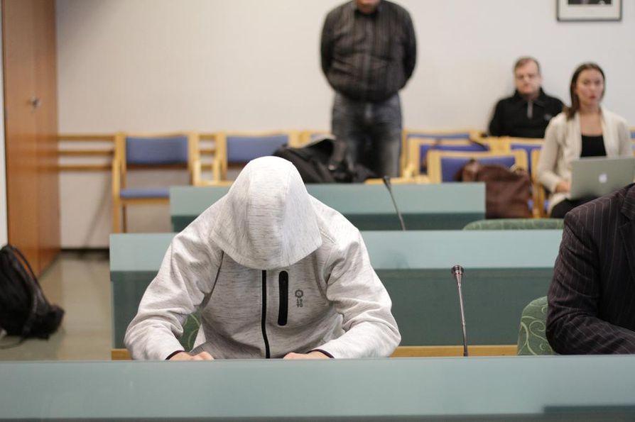 Imatran kolmoissurmasta epäilty mies vangittiin epäiltynä kolmesta murhasta.
