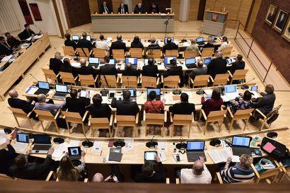 """Lukijalta: Keskusta kiittää yhteistyöstä talouden tasapainottamisessa –Tornberg-Karjalainen huomauttaa: """"Kukaan ei vielä tiedä miten syvälle kriisissä mennään"""""""