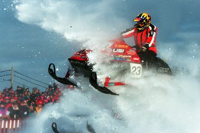 Tavoitteena vuoden parhaat kisat: Snowcrossin maailman huiput kisailevat keväällä Ounasvaaralla