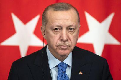 Turkin presidentti Erdogan vaatii Kreikkaa avaamaan porttinsa siirtolaisille – Erdogan tapaa EU-johtoa Brysselissä tänään