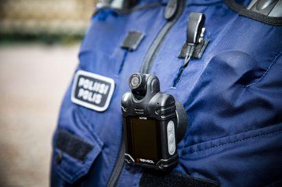 Lapissa poliisi ottanee ensimmäiset haalarikamerat käyttöön ennen kesää – Kameroiden toivotaan hillitsevän asiakkaiden käytöstä