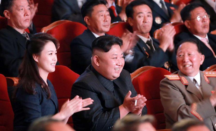 Pohjois-Korean johtaja Kim Jong-un (keskellä) juhli onnistunutta ydinkoetta maan pääkaupungissa Pjongjangissa syyskuussa.