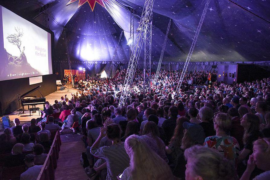 Sodankylän elokuvajuhlat on saanut tänä vuonna sekä kiittävää että pitkistä jonoista turhautunutta palautetta, kertoo festivaalin tiedottaja Saija Holm.
