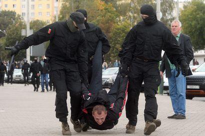 """Valko-Venäjän lähettiläs maansa tilanteensa: """"Ratkaisu on ainoastaan meidän, valkovenäläisten, käsissä"""""""