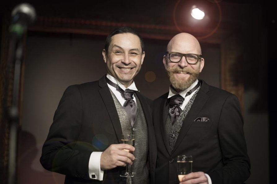 Hannu Virtanen ja Raúl Medina tapasivat ensimmäistä kertaa netissä. Virtanen matkusti Meksikoon tapaamaan Medinaa vuosi sitten.
