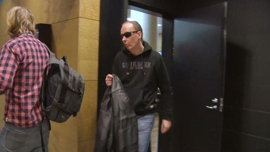 Sarjakuristajana tunnettu Michael Penttilä kuvattiin Helsingin hovioikeudessa alkuvuodesta.