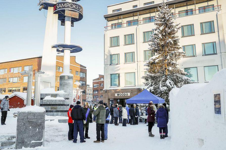 Halla-ahon puhetta kuunteli Rovaniemellä noin viitisenkymmentä kuulijaa. Halla-aho jatkoi kierrostaan myös Tornioon ja Kemiin.