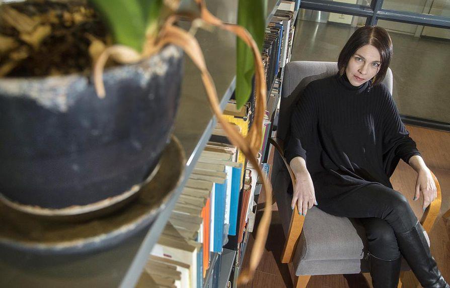 Terhi Törmälehto työskentelee yläkoulun ja lukion äidinkielen opettajana Viikin normaalikoulussa Helsingissä.